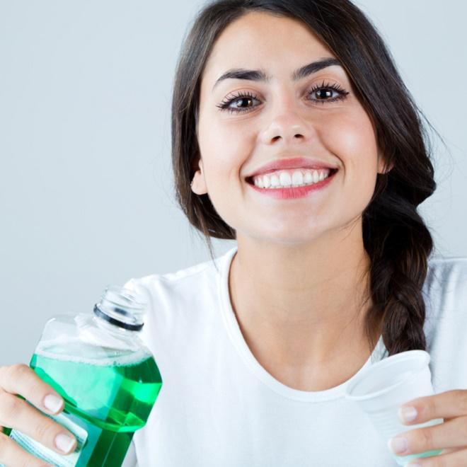 Τα βήματα για τέλεια στοματική υγεία (και πώς θα κάνεις σωστό βούρτσισμα των δοντιών) - Shape.gr