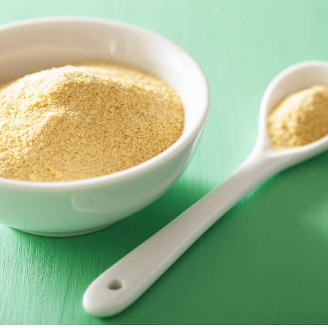 Διατροφική μαγιά ή το «τυρί» των vegan: Πώς θα την χρησιμοποιήσεις στη μαγειρική και τι σου προσφέρει - Shape.gr