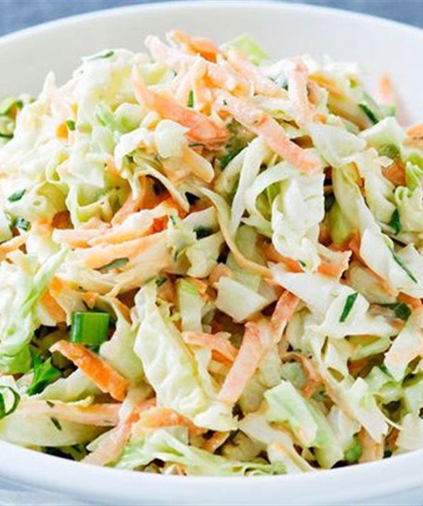 Δροσιστική λαχανοσαλάτα coleslaw με μαγιονέζα