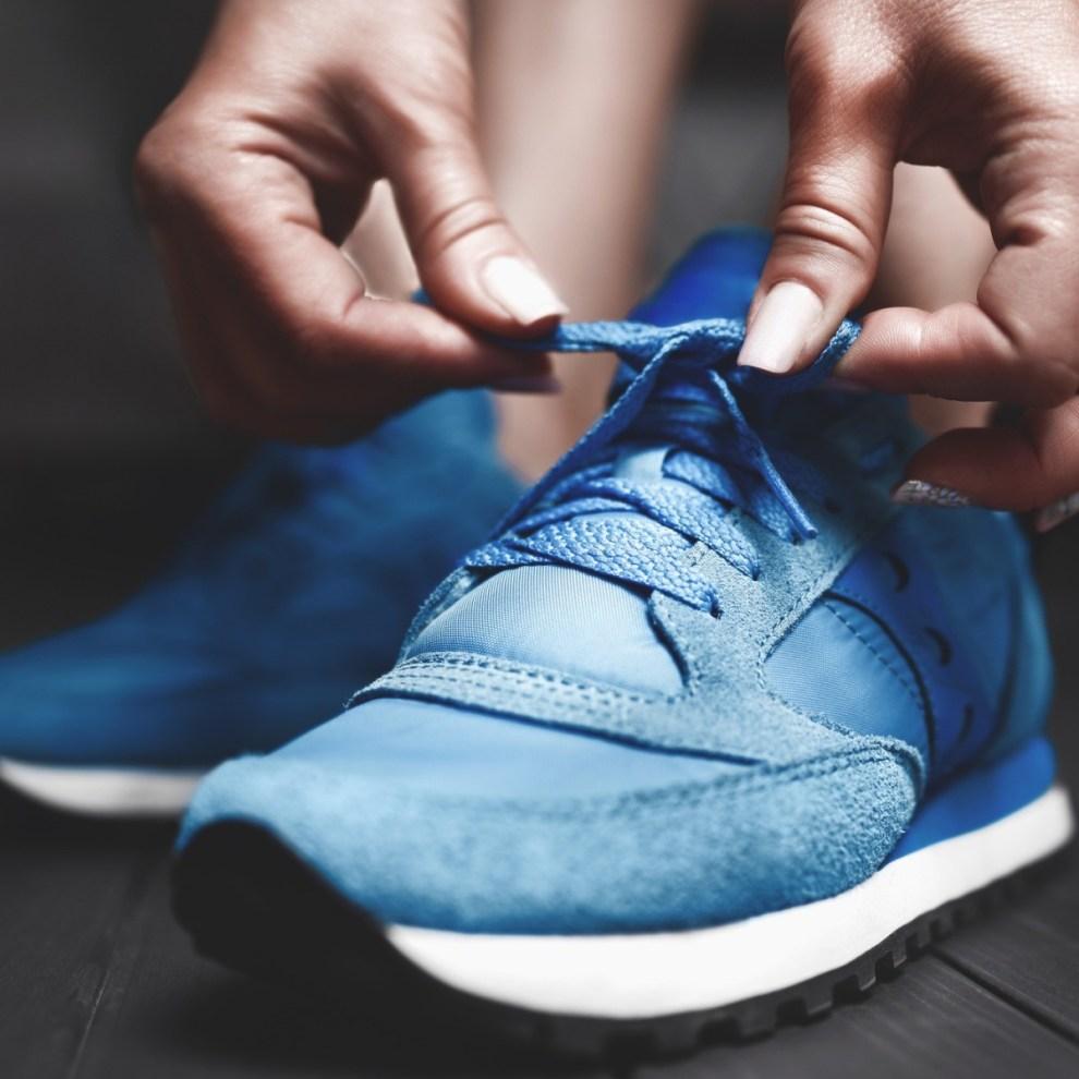 Σε χτύπησαν τα αθλητικά παπούτσια; Συμβουλές για να ανακουφιστείς - Shape.gr