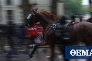 Τζορτζ Φλόιντ - Λονδίνο: Άλογο έσπειρε τον πανικό κατά τη διάρκεια διαδήλωσης