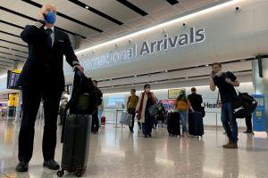 Ακάλυπτοι από τον Covid-19 οι Βρετανοί που θα ταξιδέψουν στο εξωτερικό