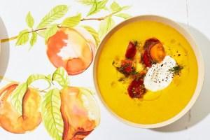 Κρύα σούπα με ντομάτα και αρωματικό ροδάκινο - Shape.gr