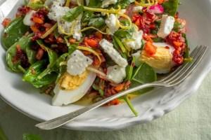 Σαλάτα με Σπανάκι, Αυγά και Πολύχρωμη Βινεγκρέτ