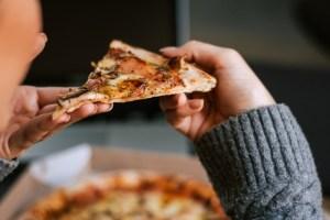 Τι να κάνω αν έχω φάει πολύ junk food; Υπάρχουν τροφές αντίδοτο;