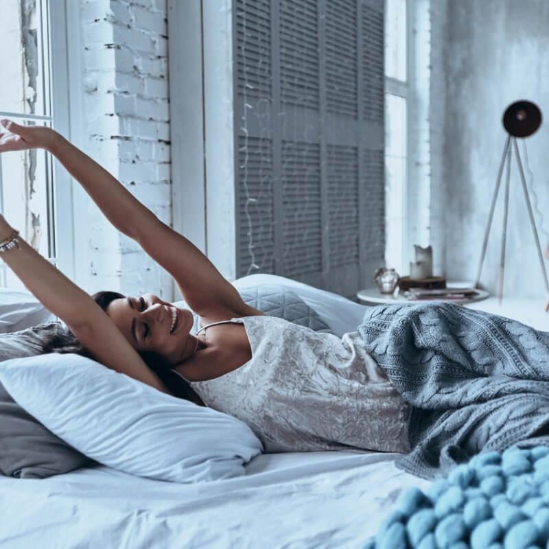 5 κινήσεις που πρέπει να κάνεις κάθε πρωί για να είσαι φρέσκια και γεμάτη ενέργεια! - Shape.gr