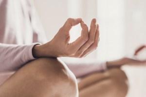 Oι κορυφαίες συνήθειες των 10′ για να ξεκινάς τη μέρα σου χωρίς άγχος