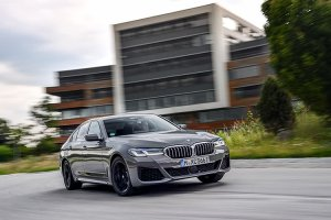 BMW 545e xDrive: Το κορυφαίο plug-in της γκάμας των υβριδικών