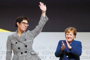 Διάδοχος του Στόλτενμπεργκ στο ΝΑΤΟ η Γερμανίδα υπουργός Άμυνας;
