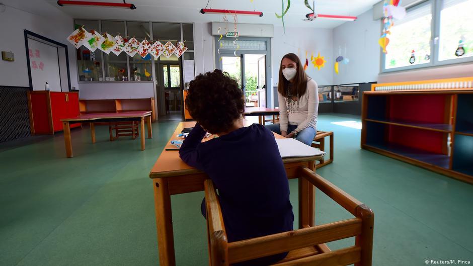 Ιταλία: Άνοιγμα σχολείων εν μέσω εκλογών και απεργιών | DW | 17.09.2020