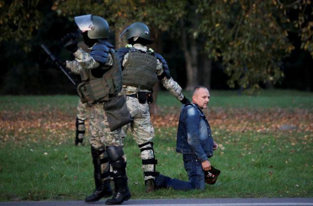 Λευκορωσία: Επεισόδια και συλλήψεις σε ογκώδη διαδήλωση κατά του Λουκασένκο