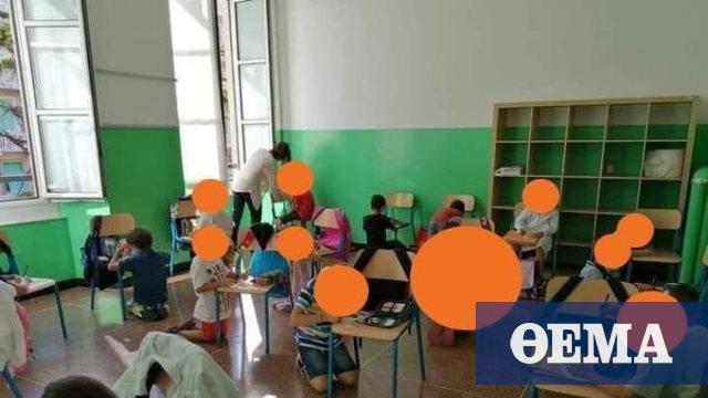 Σάλος στην Iταλία: Μαθητές κάθονται στο πάτωμα και ζωγραφίζουν ακουμπώντας στις καρέκλες