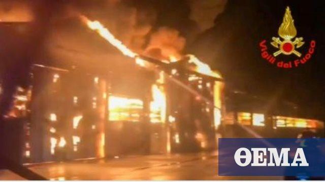 Φωτιά στο λιμάνι της Ανκόνα: Κλειστά τα σχολεία και τα πάρκα της πόλης