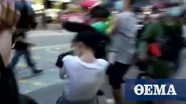 Χονγκ Κονγκ: Σάλος για τη βίαιη σύλληψη 12χρονης - Την «κατεδάφισαν» οι αστυνομικοί (βίντεο)