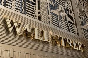 Ισχυρές απώλειες στη Wall - 900 μονάδες κάτω ο Dow