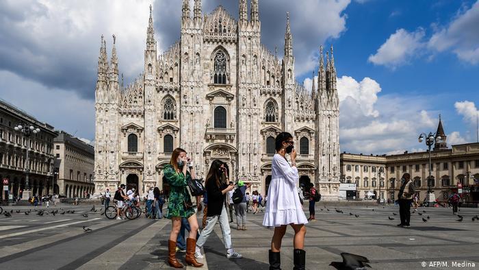 Προς απαγόρευση κυκλοφορίας σε Μιλάνο και Νάπολη
