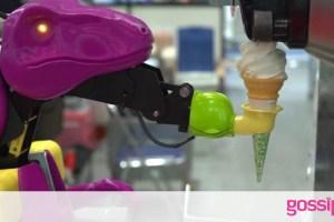 Ρομπότ-σερβιτόρος για προστασία από τον κορονοϊό (video)