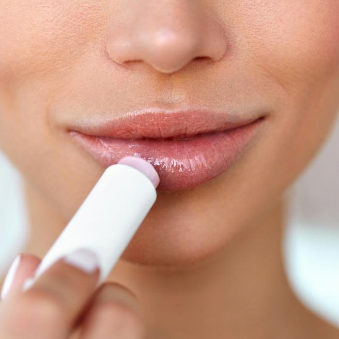 Μπορεί να εθιστείς στα lip balms; - Shape.gr