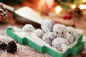 Vegan χριστουγεννιάτικα τρουφάκια χωρίς ζάχαρη, χωρίς αλεύρι, χωρίς βούτυρο - Shape.gr