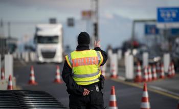 Αυστρία: Κλείνουν 45 συνοριακές διαβάσεις προς Σλοβακία και Τσεχία