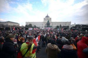 Αυστρία : Στους δρόμους χιλιάδες διαδηλωτές κατά των μέτρων για την πανδημία