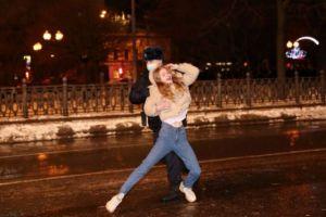 Αφέθηκε ελεύθερη η σύζυγος του Ναβάλνι – Πάνω από 2.000 υποστηρικτές του στη φυλακή