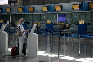 «Βουτιά» 60% της παγκόσμιας αεροπορικής κίνησης το 2020 εξαιτίας της πανδημίας του κορονοϊού