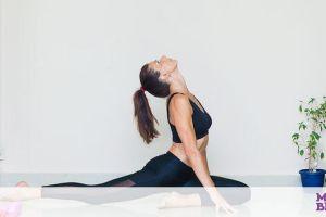 Γυμναστική για μαμάδες: 30 λεπτά flow yoga για ενέργεια (vid)