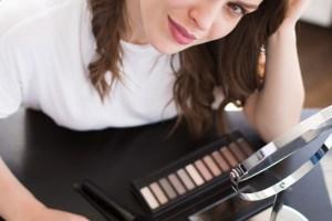 Τι χρώμα σκιάς μού ταιριάζει; Επιλέγουμε σύμφωνα με το χρώμα των ματιών μας - Shape.gr