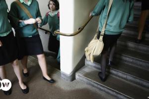 Βρετανία: «Κουλτούρα βιασμού» σε εκπαιδευτικά ιδρύματα   DW   28.03.2021