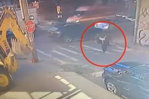 Σοκάρει βίντεο: Κοιτούσε το κινητό της και σκοτώθηκε
