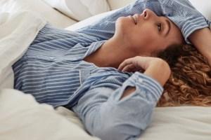 Υποφέρεις από burn out και αϋπνία; Μπορεί να κινδυνεύεις περισσότερο να κολλήσεις κορονοϊό