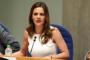 """Αχτσιόγλου: """"Τα πρακτικά της επιτροπής ειδικών εκθέτουν την κυβέρνηση"""""""