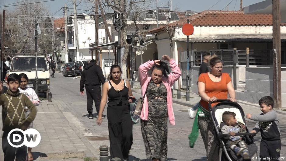 Κανείς δεν ξέρει τίποτα για τους 'Ελληνες Ρομά | DW | 08.04.2021