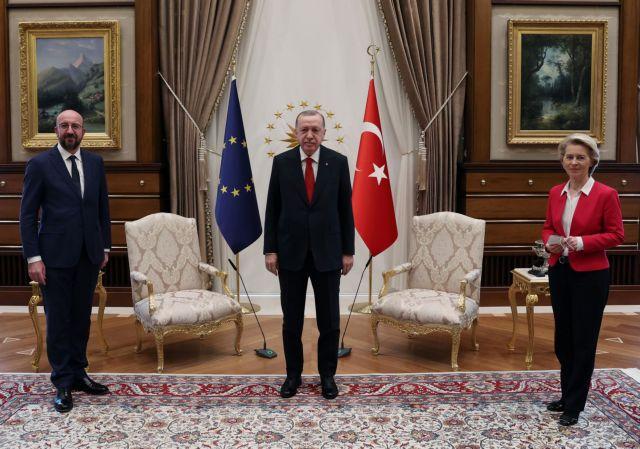 Sofagate : Ο Τσαβούσογλου «δείχνει» ΕΕ για την «όρθια» Ούρσουλα – Η… εξήγηση Μισέλ