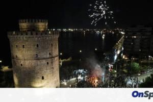 ΠΑΟΚ: Φωταγωγήθηκε το Δημαρχείο Θεσσαλονίκης για το Κύπελλο - Το μήνυμα Ζέρβα και Καλαφάτη