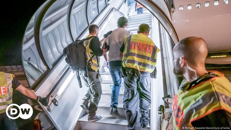 «Παράνομες οι απελάσεις-εξπρές στην Ελλάδα» | DW | 08.05.2021