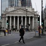 Τράπεζα της Αγγλίας: Αναθεωρεί προς τα πάνω την πρόβλεψή της για την ανάπτυξη της βρετανικής οικονομίας