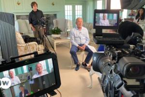 Ο Μπους πλέκει το εγκώμιο της Μέρκελ | DW | 14.07.2021