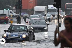 Πρωτοφανείς βροχοπτώσεις στο Λονδίνο | DW | 26.07.2021