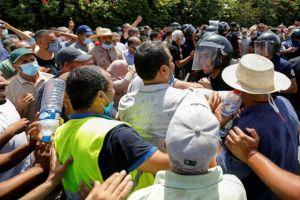 Τυνησία: Απαγόρευση κυκλοφορίας επέβαλε ο πρόεδρος