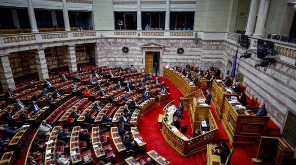 Υποχρεωτικοί εμβολιασμοί: Υπερψηφίστηκε η τροπολογία με τις ψήφους ΝΔ, ΚΙΝΑΛ