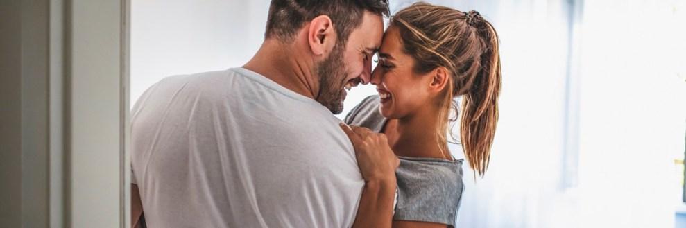 The Power of Hugs: Οι 7 τύποι αγκαλιάς και τί λένε για τη σχέση σου