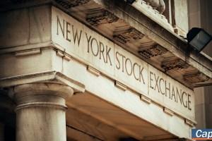 Διστακτικότητα στη Wall Street μετά τα απογοητευτικά μάκρο