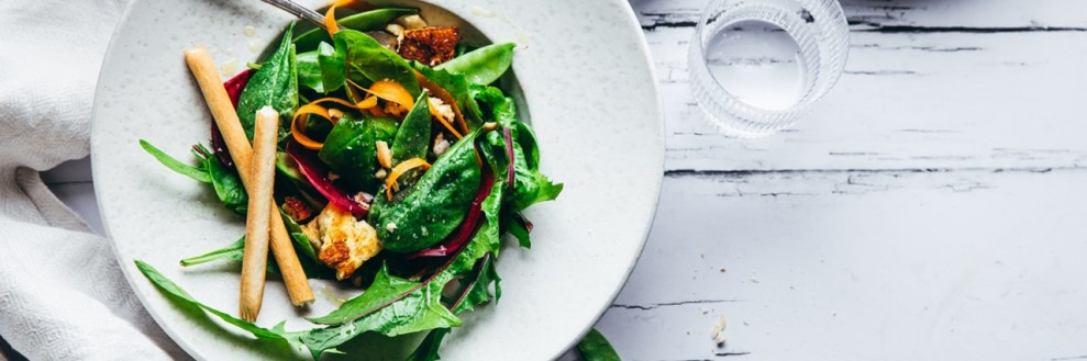 Τα 5 καλύτερα πράσινα φυλλώδη λαχανικά που είναι σούπερ θρεπτικά και μαγειρεύονται εύκολα