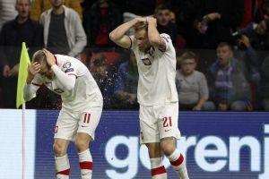 Ο Σβιντέρσκι πέτυχε υπέροχο γκολ στο Αλβανία - Πολωνία, δέχθηκε αντικείμενα και το παιχνίδι διεκόπη προσωρινά