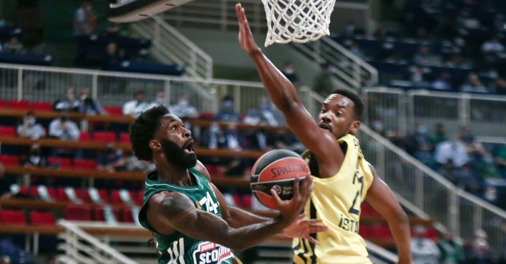 Παναθηναϊκός: Πρόστιμο από την EuroLeague για πυρσό στο παιχνίδι με τη Φενέρμπαχτσε