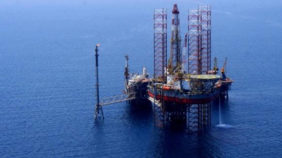 """Πετρέλαιο: """"Πέταξε"""" πάνω από τα 84 δολάρια το βαρέλι η τιμή του Μπρεντ"""