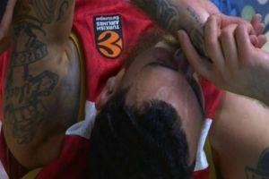 Ρεάλ Μαδρίτης - Μονακό: Ο Μάικ Τζέιμς αποχώρησε με πρόβλημα τραυματισμού στα 34''