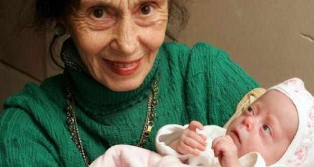 Помните ли първата жена която роди на 67 години